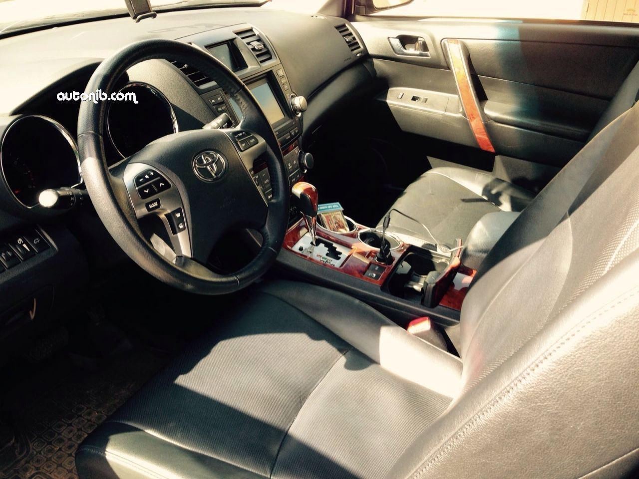 Купить Toyota Highlander 2013 года в городе Москва